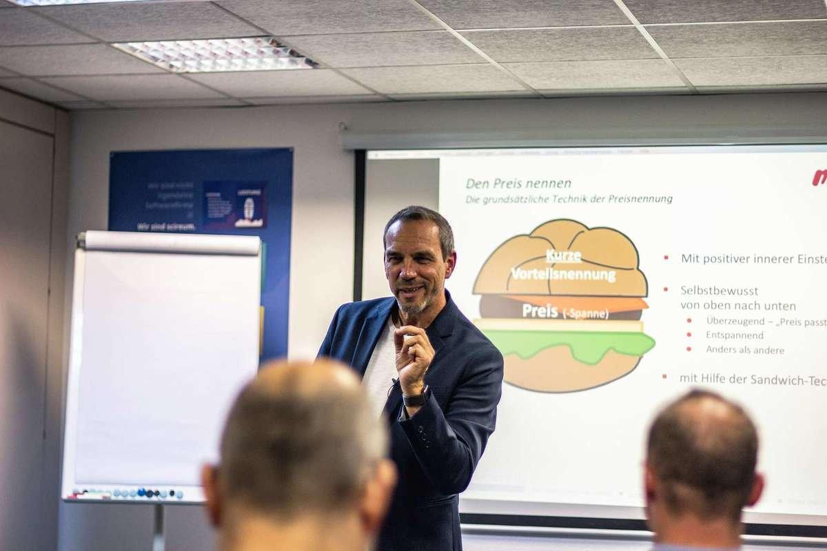Sales Inspiration by Harald Klein: geprägt von langjähriger Erfahrung mit Einkäufern, Profit-Mindset und mehr als 350 Projekte im Automotive Umfeld