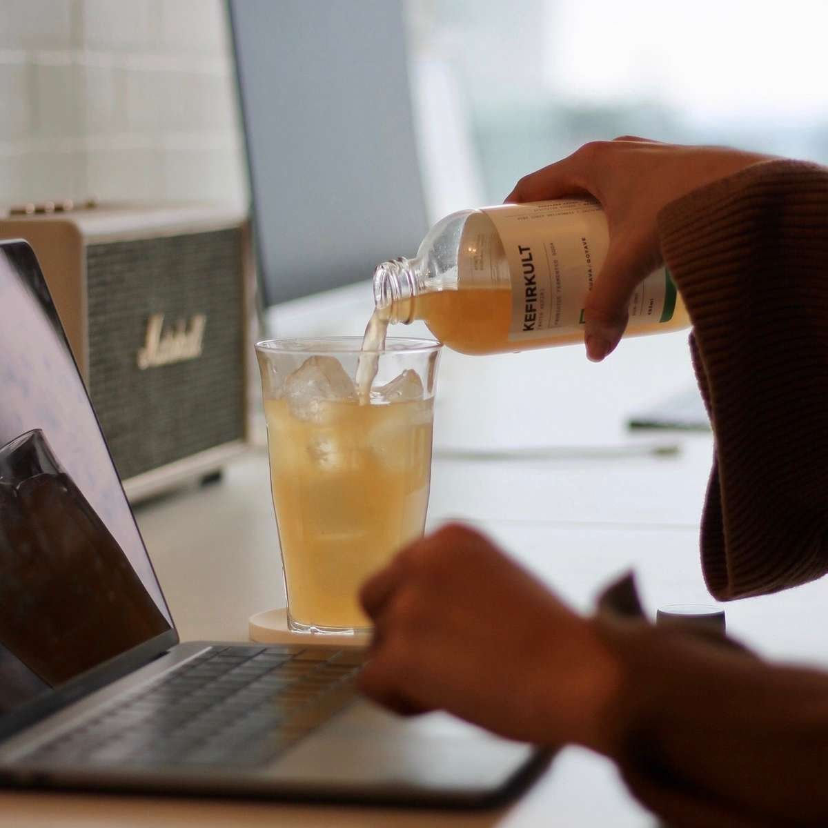 KEFIRKULT Water-Kefir Drink. Guava Kefir.