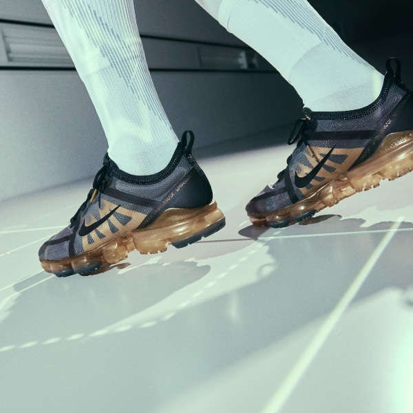 ON FOOT OF THE NIKE AIR VAPORMAX 2019