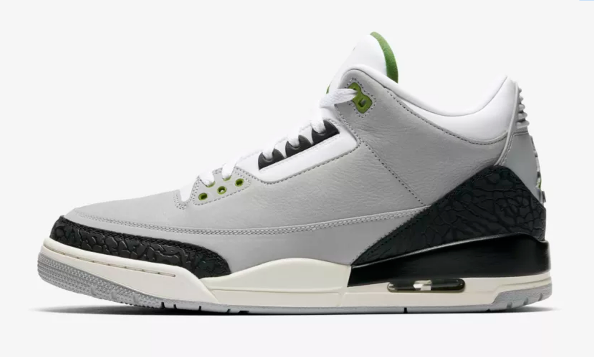SIDE VIEW AIR JORDAN 3 RETRO CHOROPHYLL