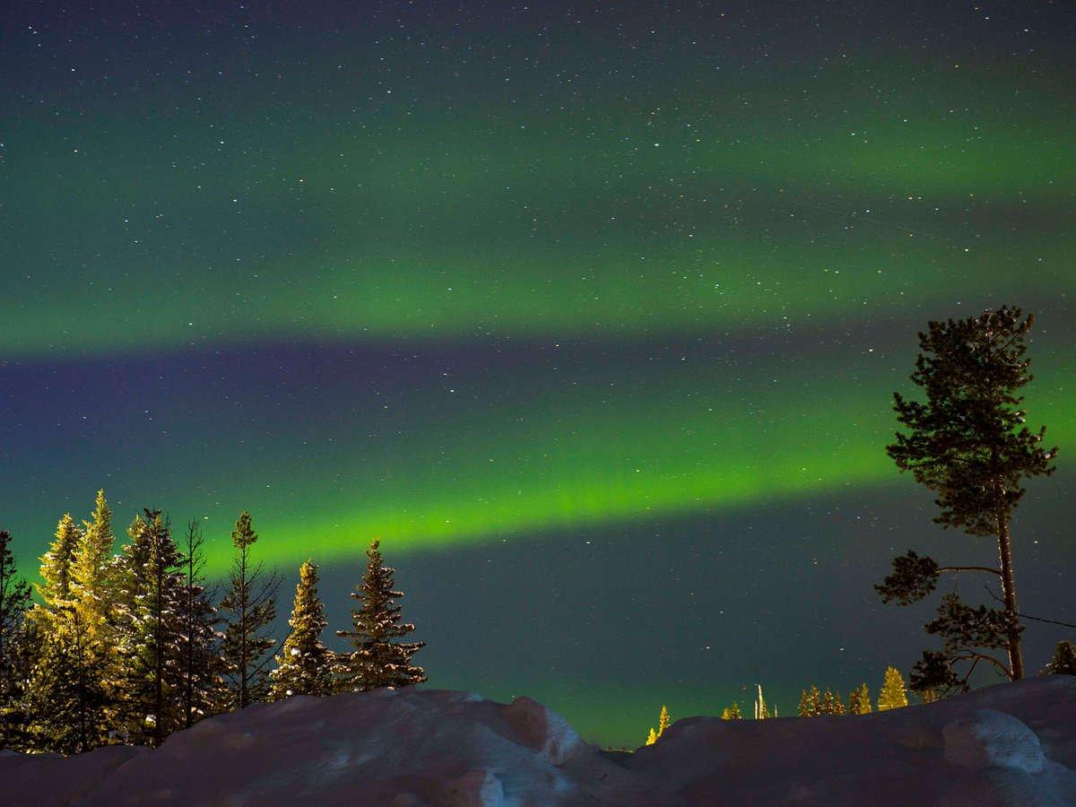 Imagen de la aurora boreal desde el Arctic Bath Hotel en Suecia
