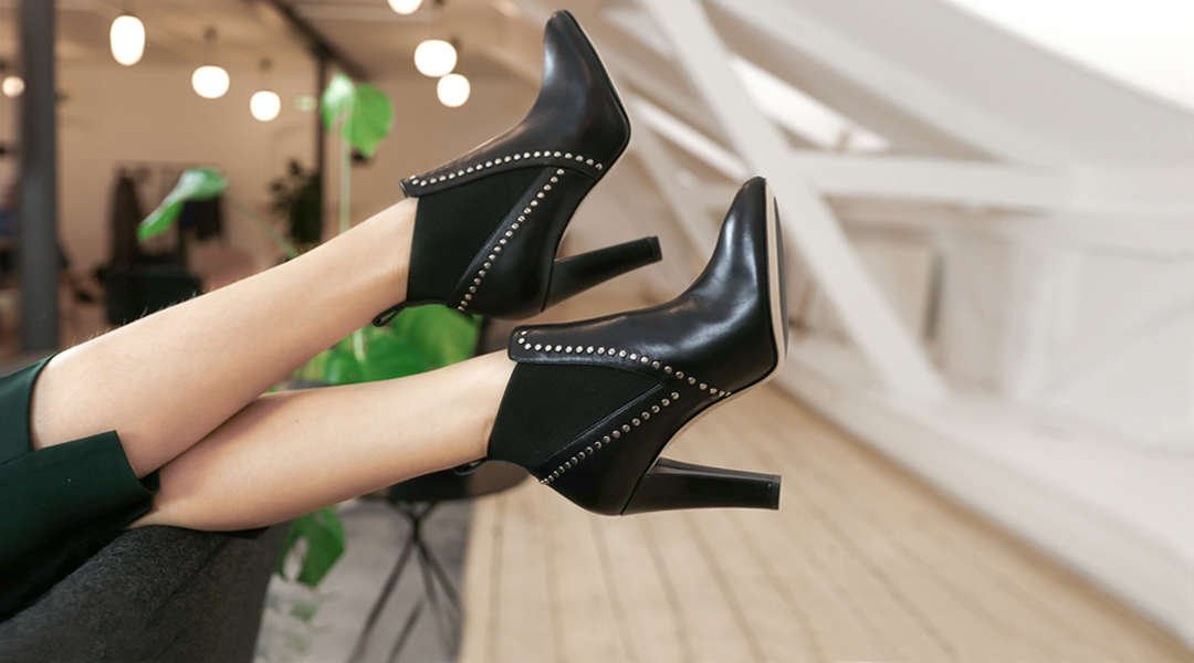 Woman-wearing-comfortable-high-heels