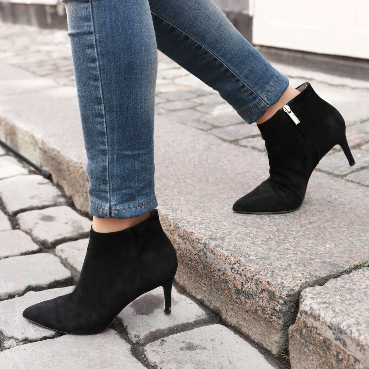 gift-for-high-heel-shoe-lovers-foxy-lady-black-suede-boot-roccamore