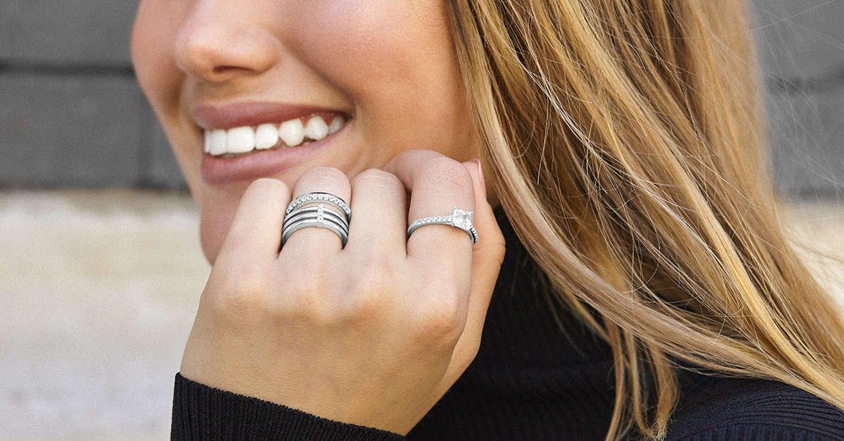 Colección de anillos y pendientes de plata de la colección Modern de Diamonfire