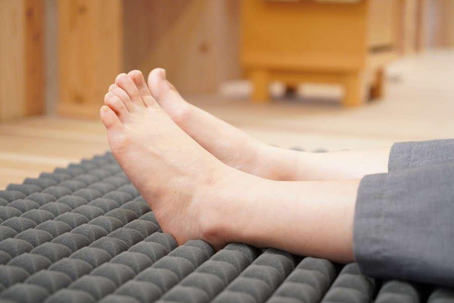 足首の隙間