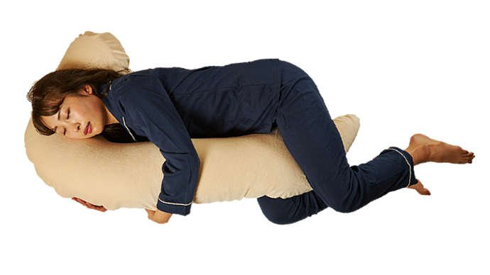 足に挟み込みやすい抱き枕