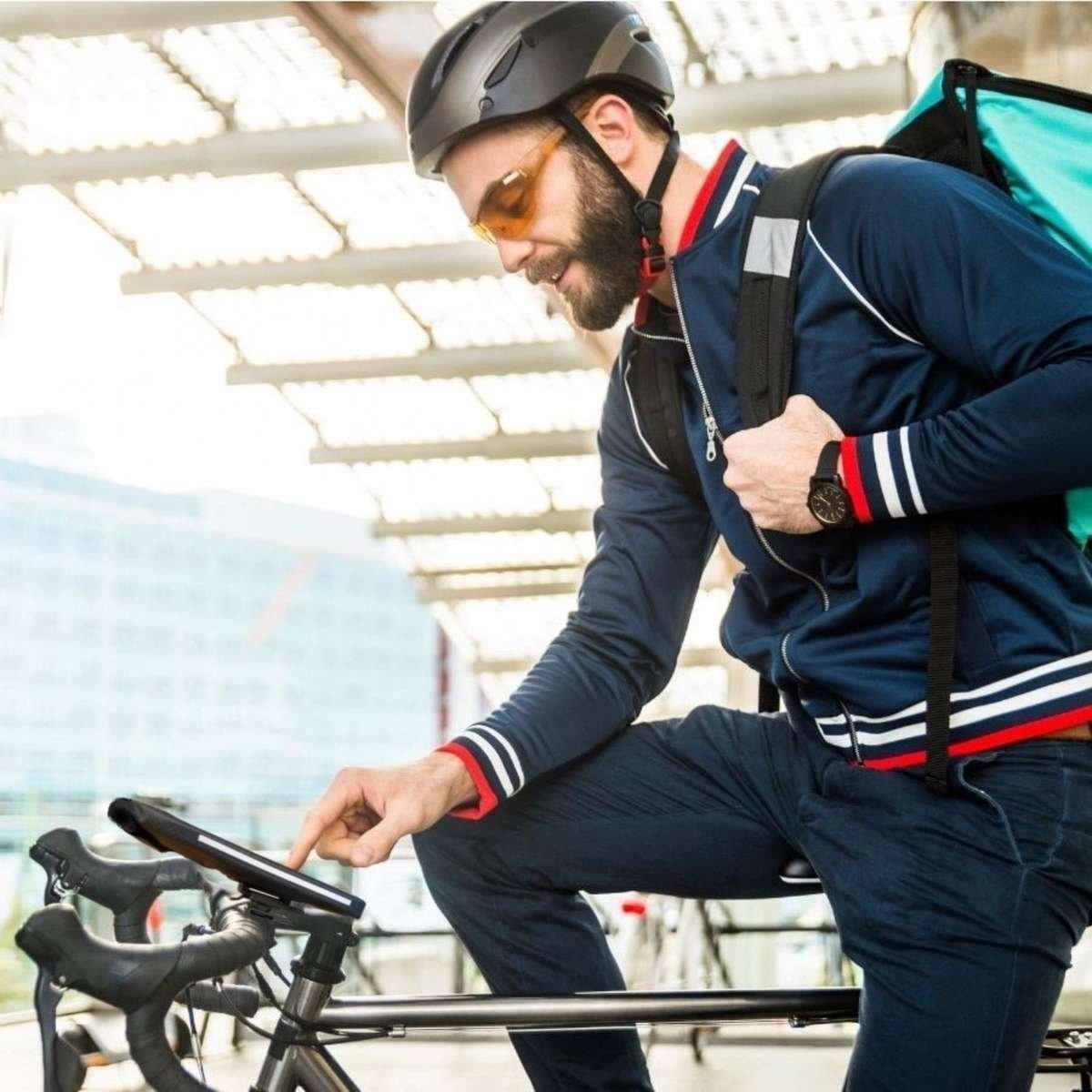 Mit der wasserdichten Handytasche fürs Fahrrad kannst du perfekt navigieren.