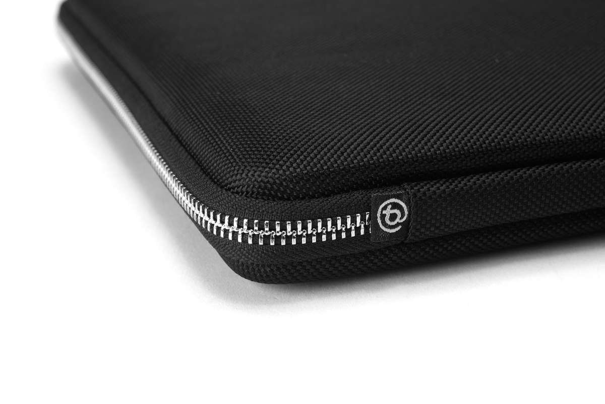 MacBook Pro Touch Bar Hülle Mamba Sleeve von booq