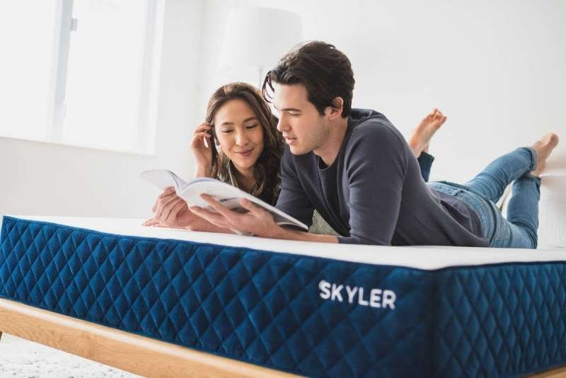 Skyler mattress couple reading casual