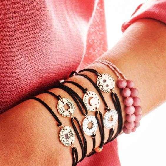 Colección Kindred Cord de pulseras de hilo de Alex and Ani