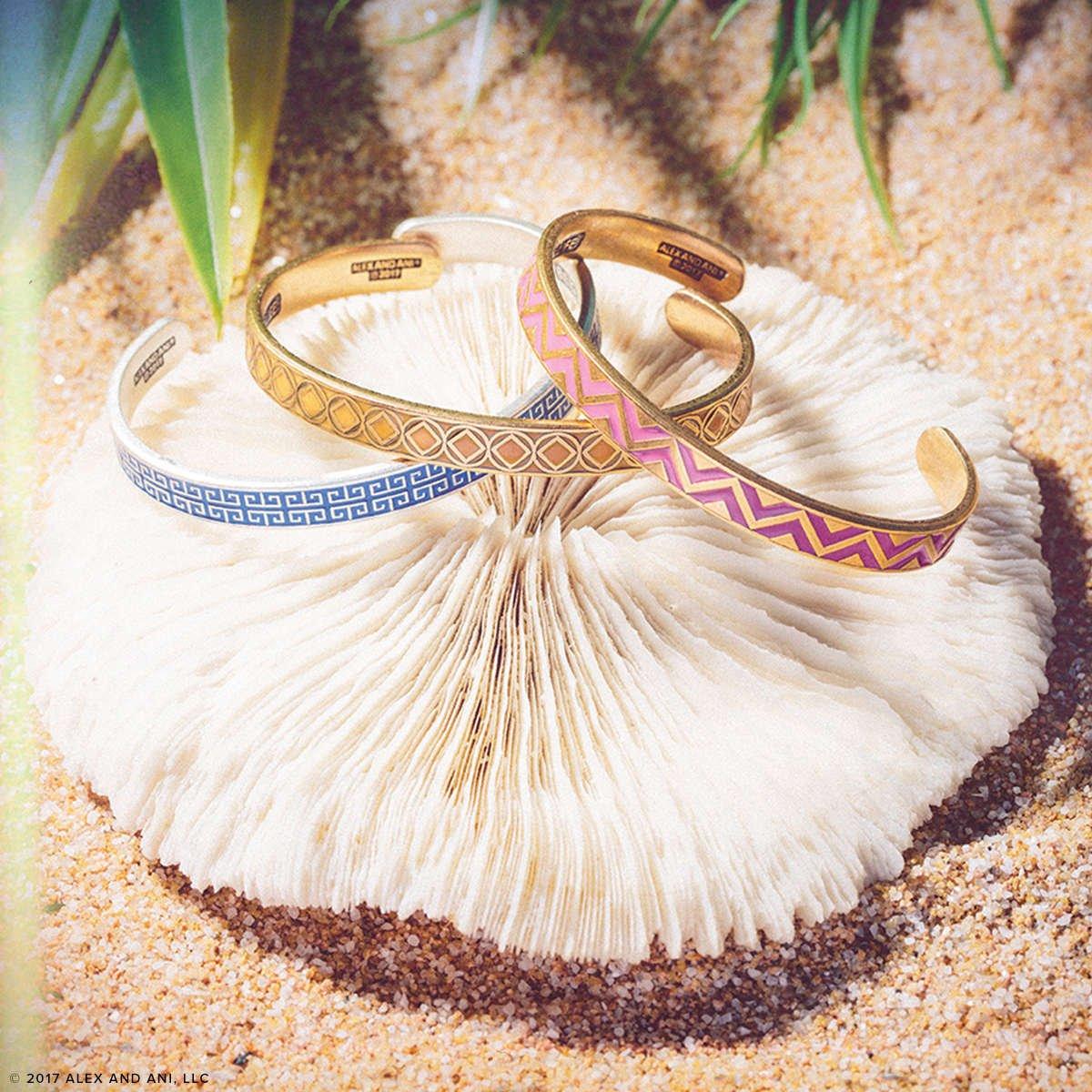 Colección Cuffs de brazaletes rígidos de Alex and Ani