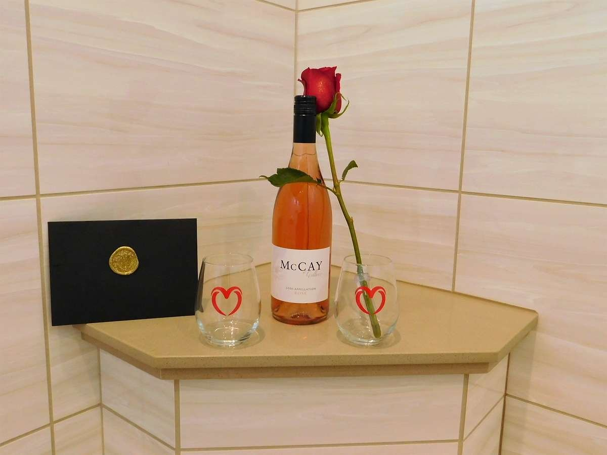 Lovusion gold box, luxury bath box, roses, wine