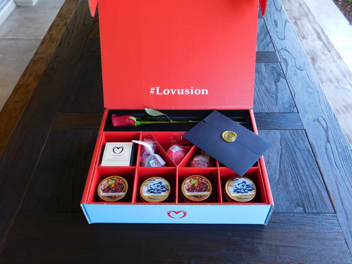 Wine and chocolate in our luxury blue box, blue is the perfect spa gift set