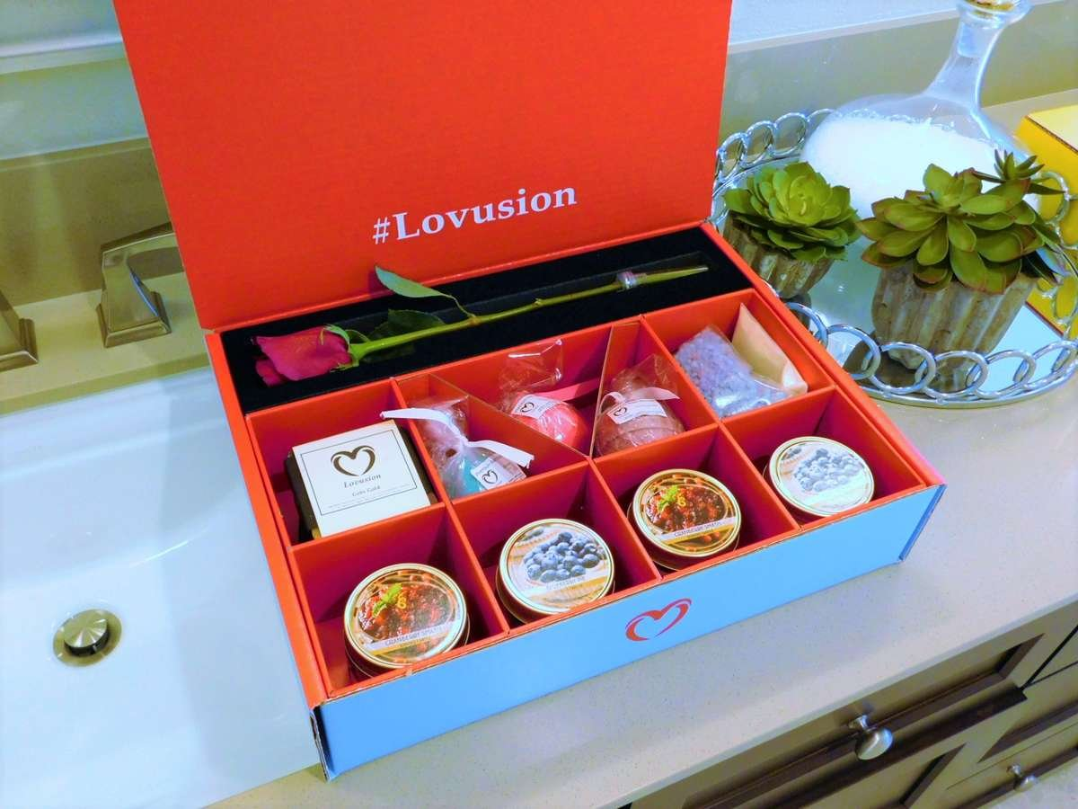 Lovusion blue box, roses, bath bombs, candles, romantic gift