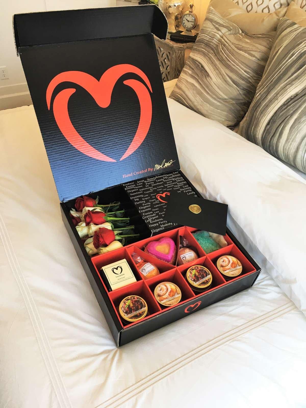Lovusion luxury rose box