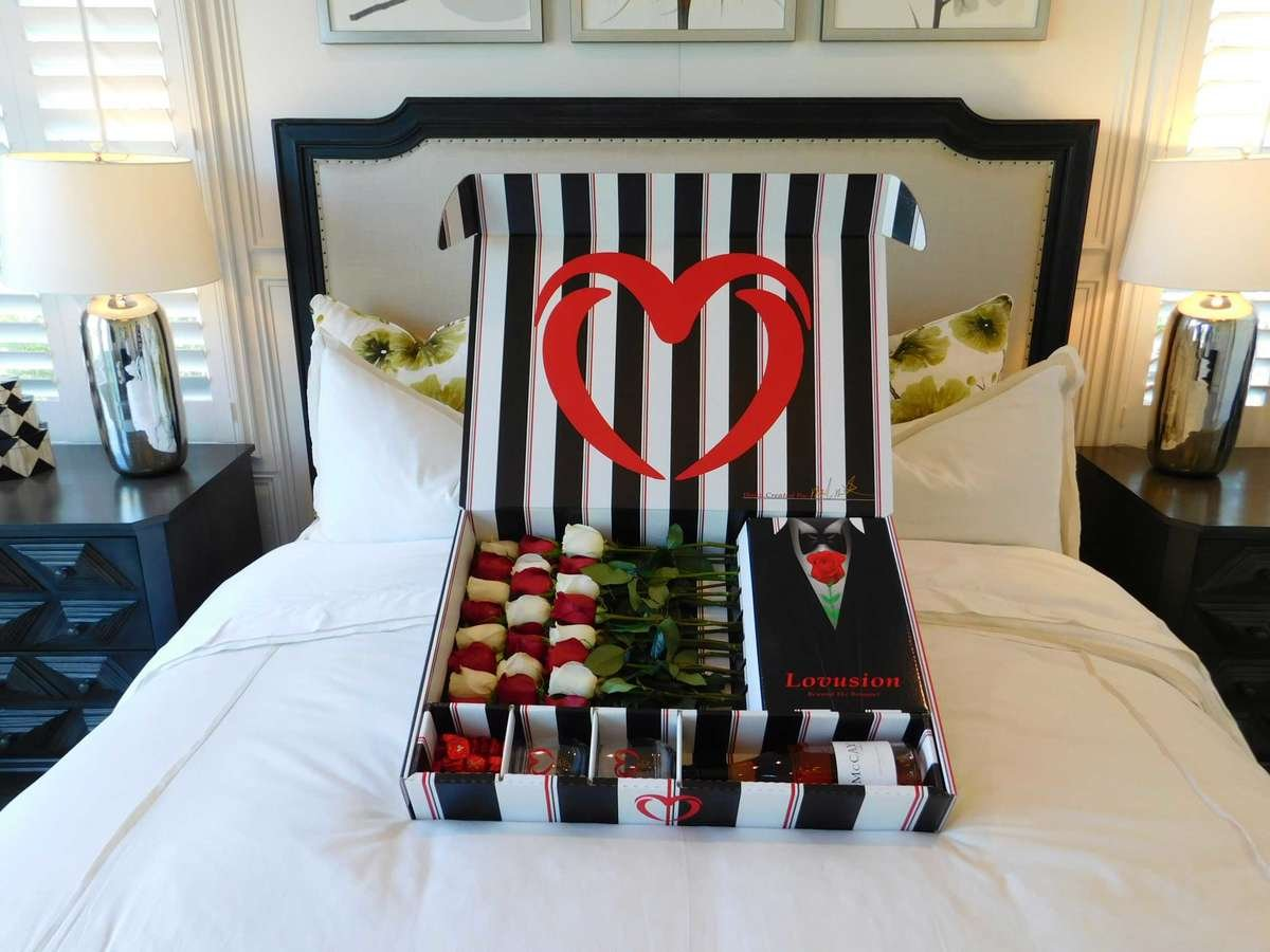 Lovusion Tuxedo help you send roses in a box