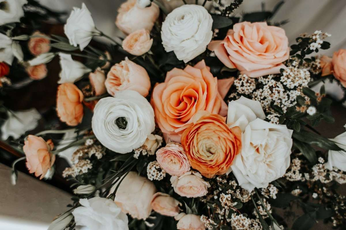 peach roses and cream ranunculus, peach centerpiece, peach compote, diy wedding flowers, flower moxie