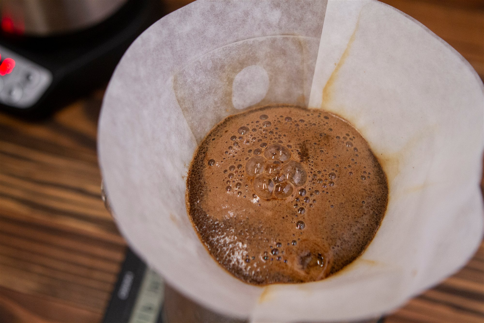 SATURATED COFFEE GROUNDS IN CHEMEX