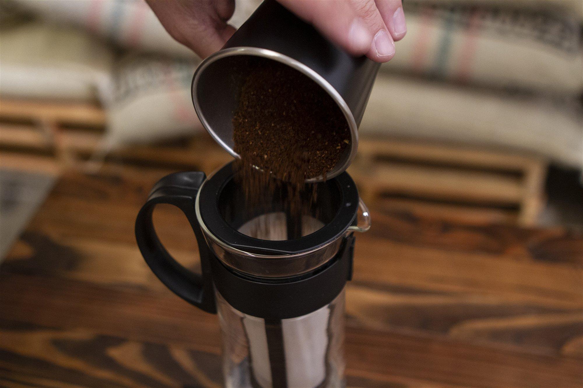 ADDING GROUND COFFEE TO HARIO MIZUDASHI COLD BREWER