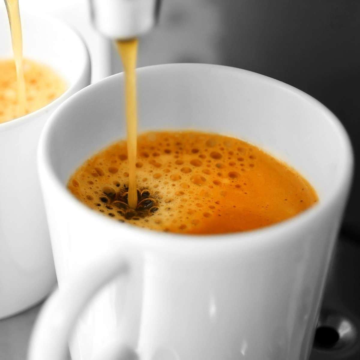 Frischer Röstkaffee als ganze Bohnen aus Ruanda.