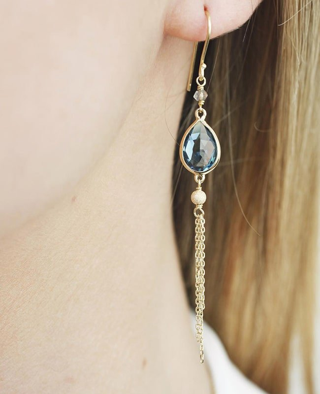 Precious Tassel Drop Earrings 18kt Gold, Perle de Lune