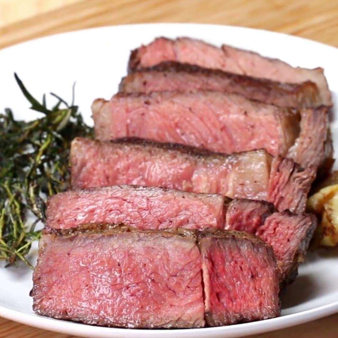 Garlic Butter Steak | Tasty