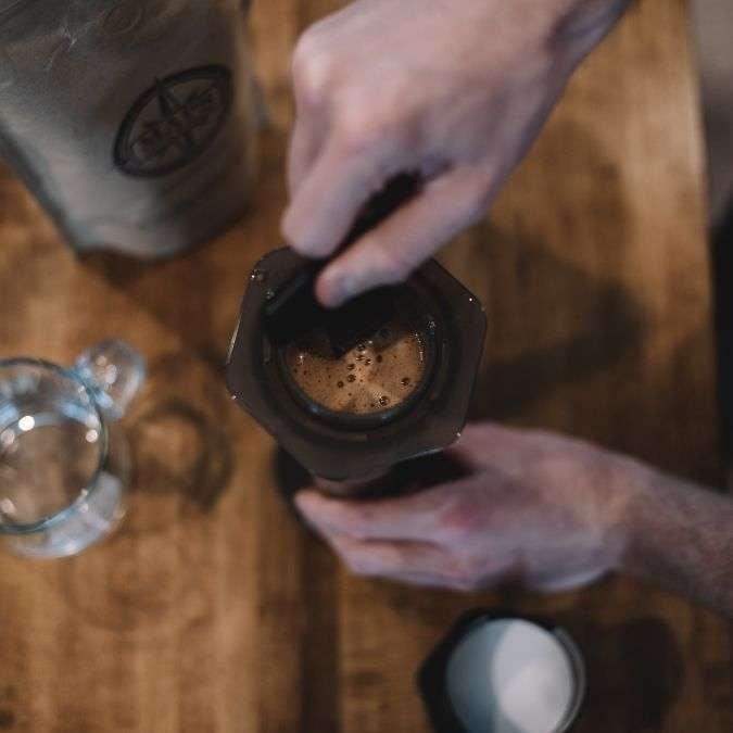 Agitate the grounds in the Aeropress