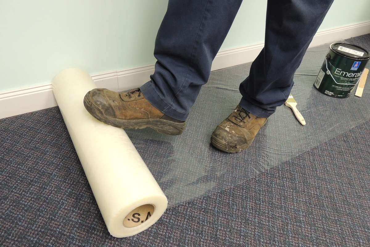 Easy installation of carpet protection film roll